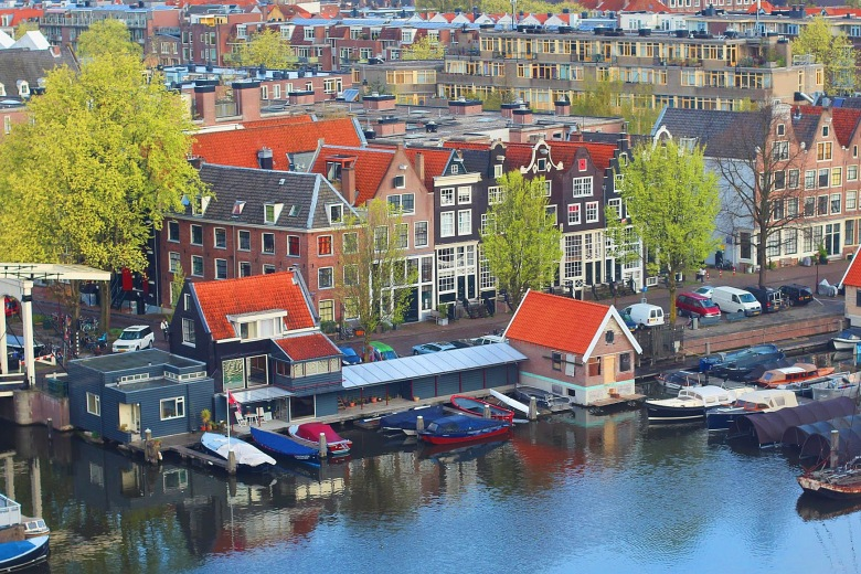 Amstel River.