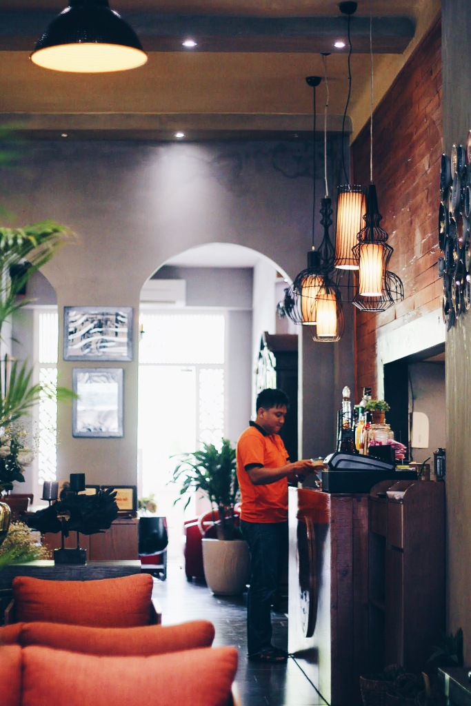 Don't judge the coffee shop by its entrance, the interiors of Catina Cafe is beautiful