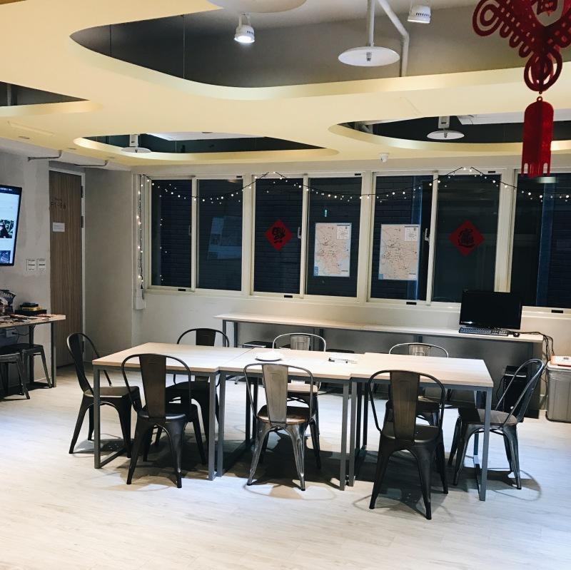 Phòng sinh hoạt chung ở một hostel ở Đài Bắc