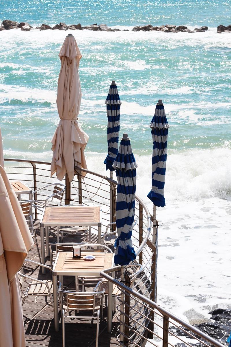 Quán bar bên bờ biển tại Monterosso al Mare, Cinque Terre, Italy | Bar by the sea in Monterosso al Mare, Cinque Terre, Italy