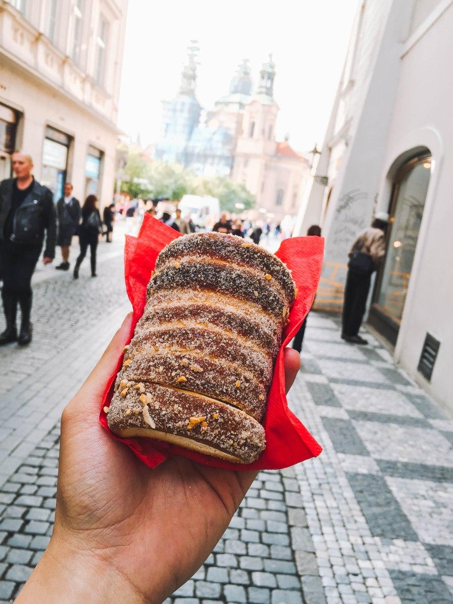 Trdelník, nếm vị bánh Châu Âu | Taste the pastry flavor of Europe with Trdelník