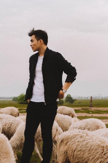 Lý Thành Cơ Đàn Cừu Suối Nghệ pose Venturology