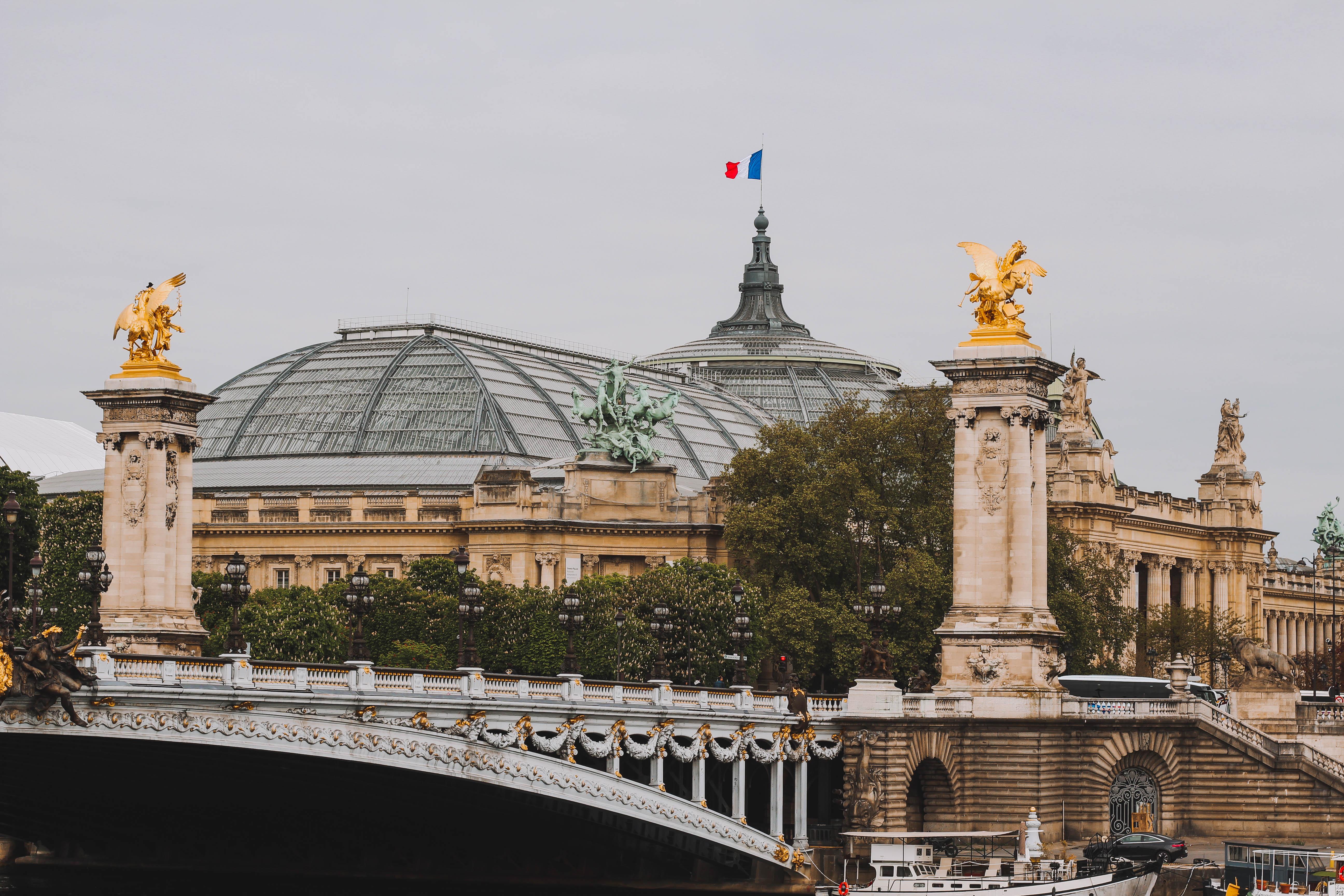 Cầu Alexandre III tại Paris Pháp