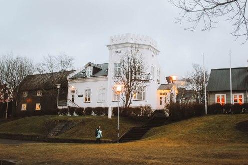 Reykjavik Iceland ngôi nhà trắng