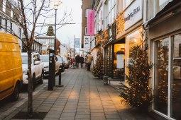 Reykjavik Iceland phố lên đèn