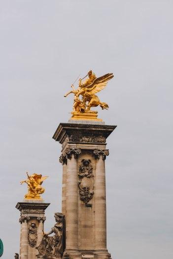 Tượng ngựa trên cầu Pont Alexandre III