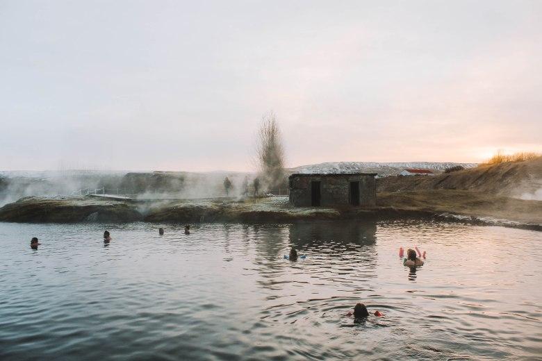 Secret Lagoon Ấm Áp Mùa Đông