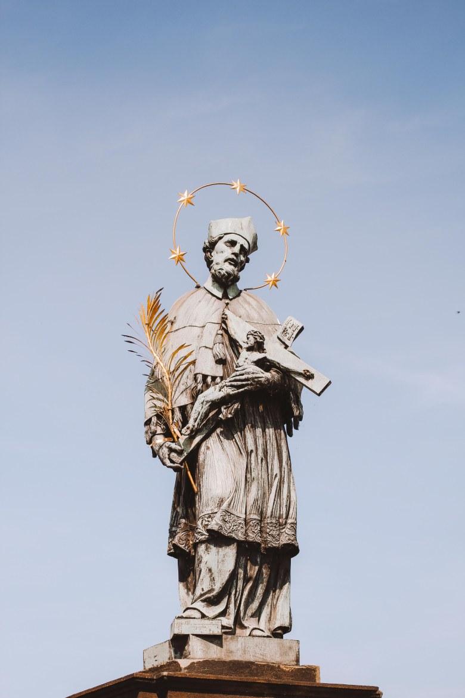 Tượng Thánh trên Charles Bridge
