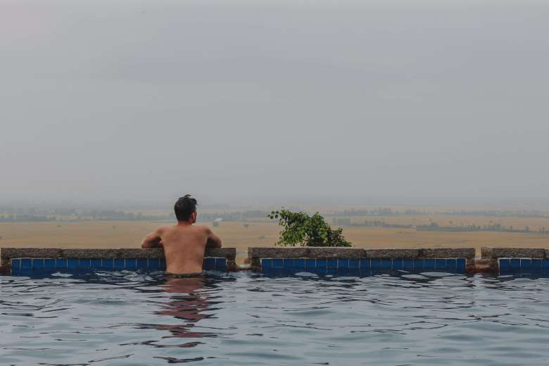 Lý Thành Cơ Hồ bơi vô cực ở An Giang