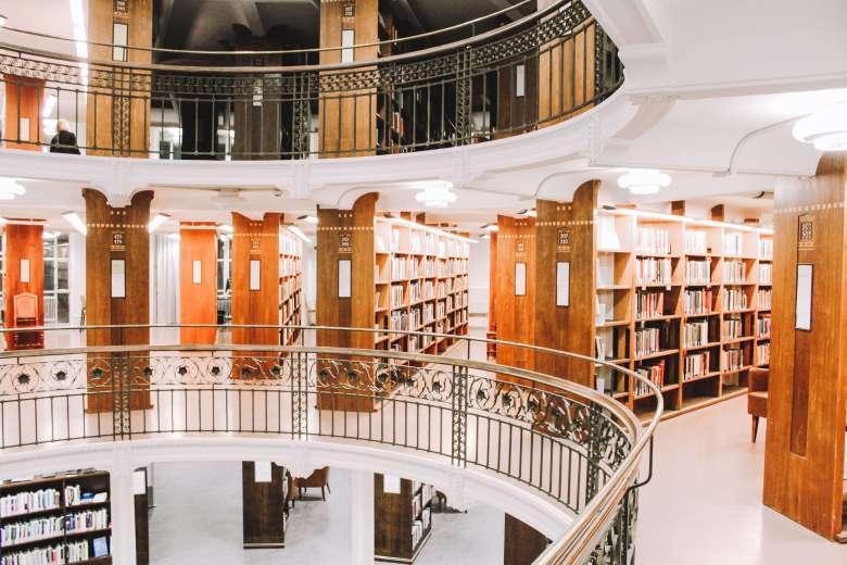 National Library of Finland bên trong thư viện
