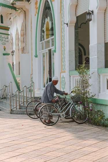 Ông lão ở Thánh đường hồi giáo Jamiul-Azhar