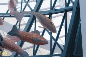 Những chiếc lồng đèn cá tại nhà hàng