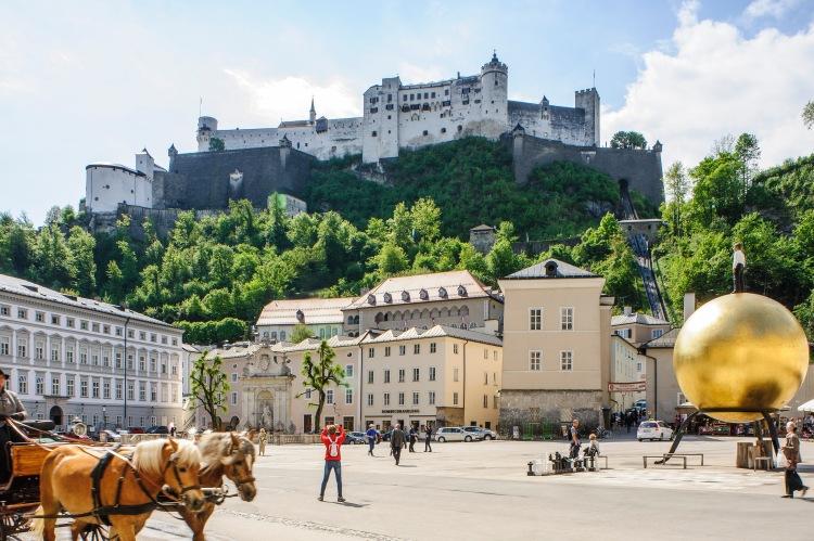 Salzburg-Kapitelplatz-AV-31395-cTourismus-Salzburg-GmbH-Bryan-Reinhart--1
