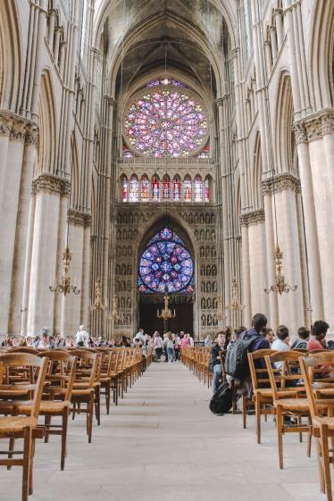 Bên trong nhà thờ Reims 3