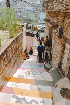 Cầu thang đầy màu sắc Gamcheon