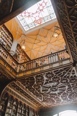 Livraria Lello trần nhà