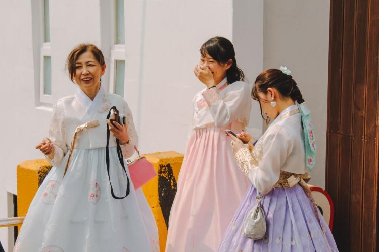 Mặc áo Hanbok ở Gamcheon