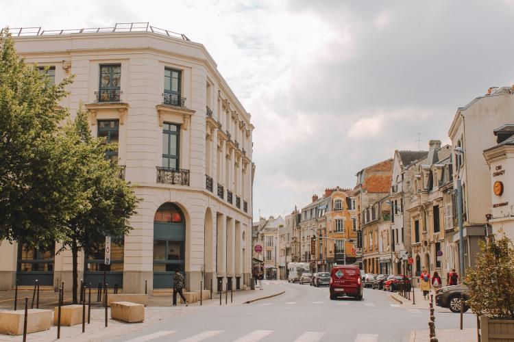 Reims yên bình
