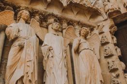 Thiên thần mỉm cười ở Reims