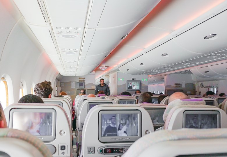 Review Các Hãng Hàng Không Bay Châu Âu Từ Việt Nam Air China Emirates