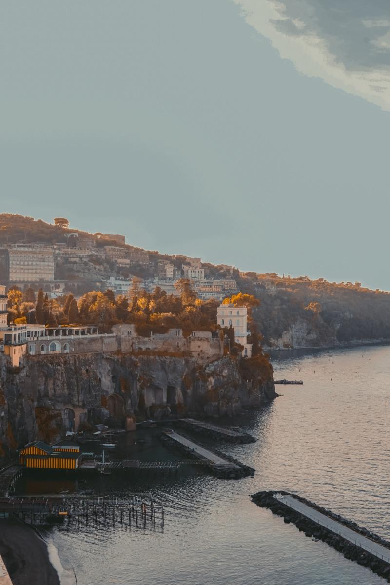 Xoá Bản Tình Ca Ở Sorrento, Khi Xê Dịch Không Chỉ Có Nụ Cười