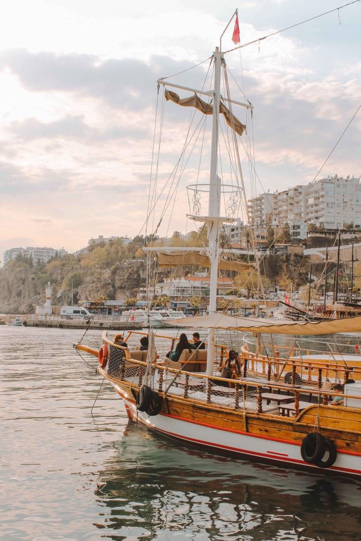 Thương Cảng Antalya, Nút Giao Êm Đềm Trên Con Đường Tơ Lụa 2