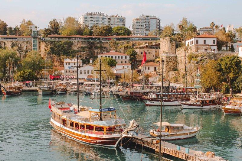 Thương Cảng Antalya, Nút Giao Êm Đềm Trên Con Đường Tơ Lụa Cover