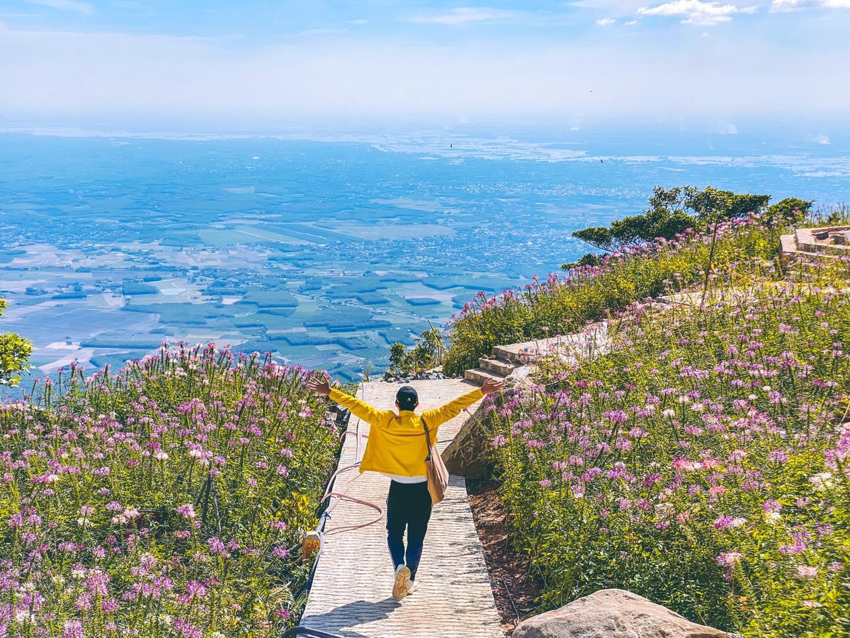 Có một Tây Ninh thật khác biệt trên đỉnh núi Bà Đen – Lý Thành Cơ